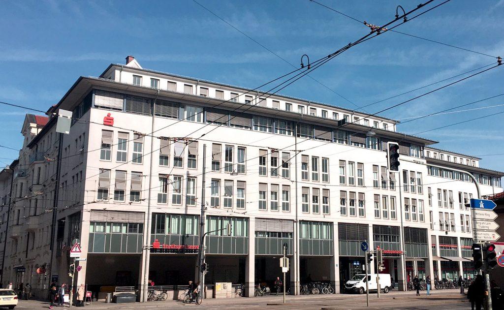 Sparkassenhaus - Standort der HNO Praxis am Max-Weber-Platz